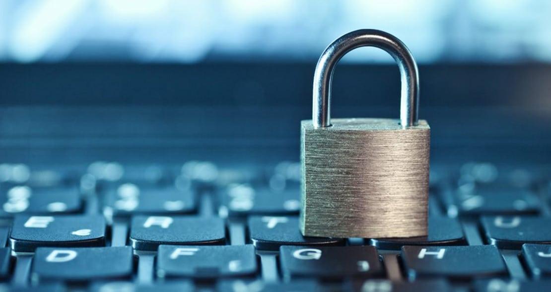 Usuários de redes sociais colocam bancos em risco