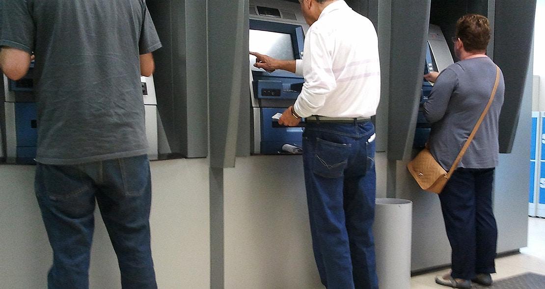 Bancos aprovam novas normas para proteger clientes idosos