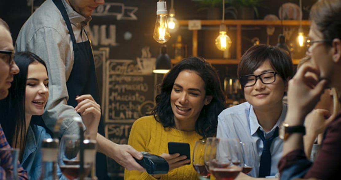 Fintech da Ambev lança carteira digital para bares e restaurantes